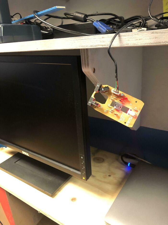 Me presento para sustituir un ordenador de escritorio y el usuario me dice que el ratón no ha funcionado bien en meses...