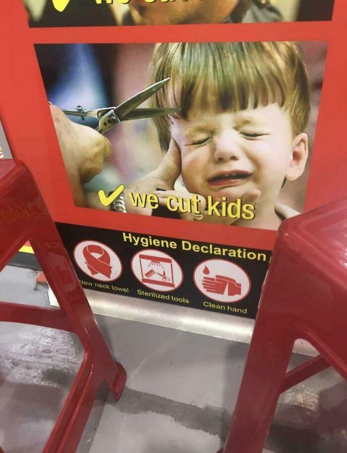 Gran imagen para ayudar a su hijo a no asustarse mientras se corta el pelo