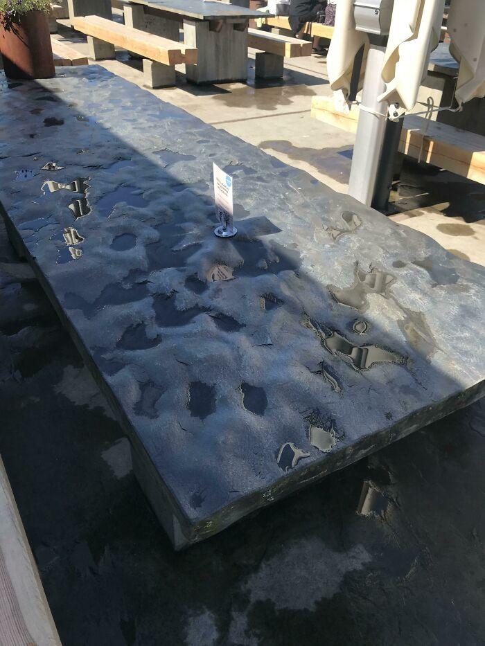 Mesas de exterior con superficies rugosas