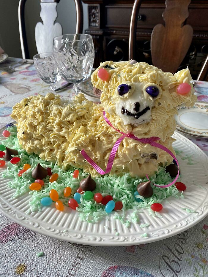 Un pastel de corderito salido de la peor de las pesadillas