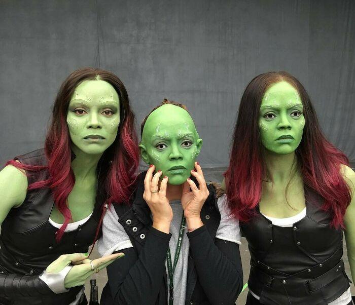 Zoe Saldana junto a sus dobles de riesgo en el set de Guardianes de la Galaxia