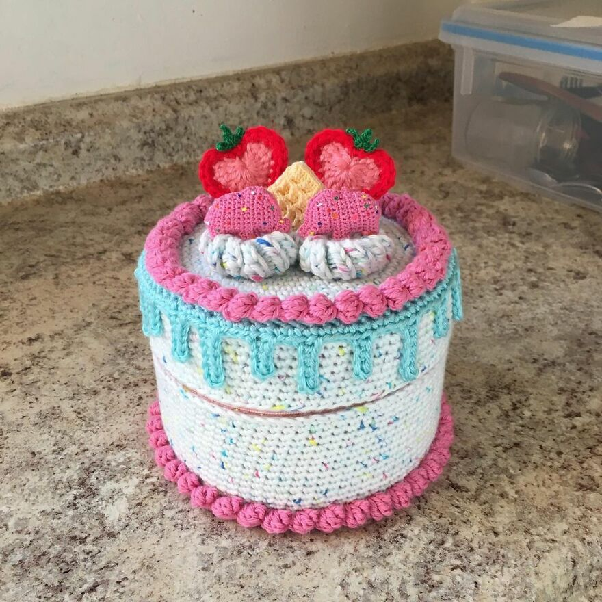 """Woman Makes Crochet Dough Dishes That Are Simply """"Delicious"""""""