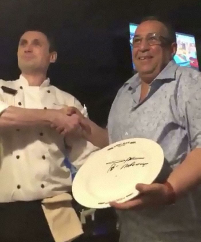 Dad Couldn't Get A Reservation At A Restaurant, Calls Back Pretending To Be Prime Minister Of Morocco. Gets Best Seat In The House And Signs A Plate For The Chef