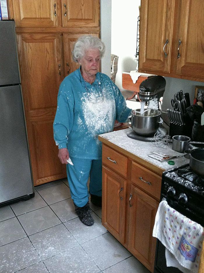 Aquí está mi foto favorita de mi abuela. Estaba pasando un mal rato con el mezclador