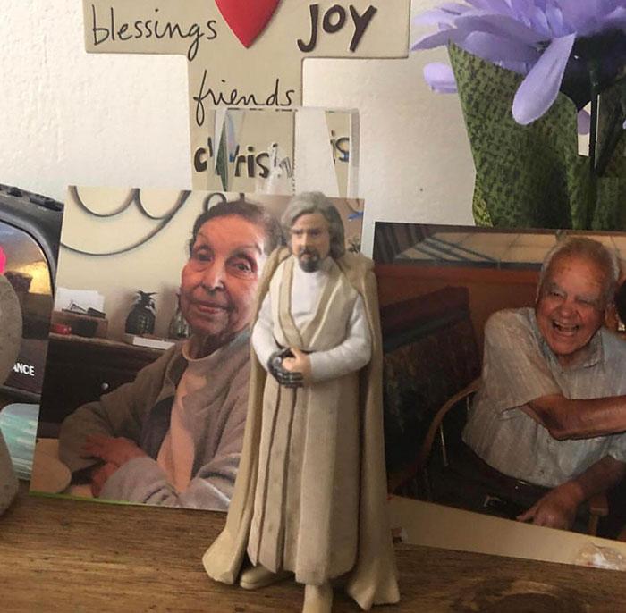 "A mi abuela le encanta su figurita de ""Jesús"""