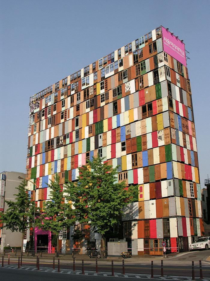 """""""1,000 Doors"""" Building In South Korea"""