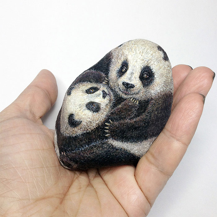 I Paint 3D Miniature Animals On Stones To Reflect Their Character And Spirit (30 Pics)
