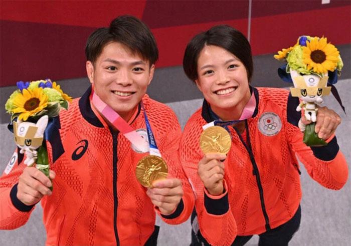 Los hermanos Abe, Uta y Hifumi, hacen historia al ganar el oro en judo con una hora de diferencia
