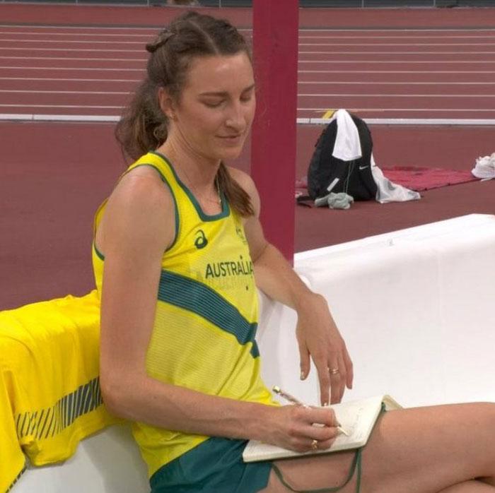 La saltadora de altura australiana Nicola Mcdermot se califica a sí misma después de cada actuación en su diario