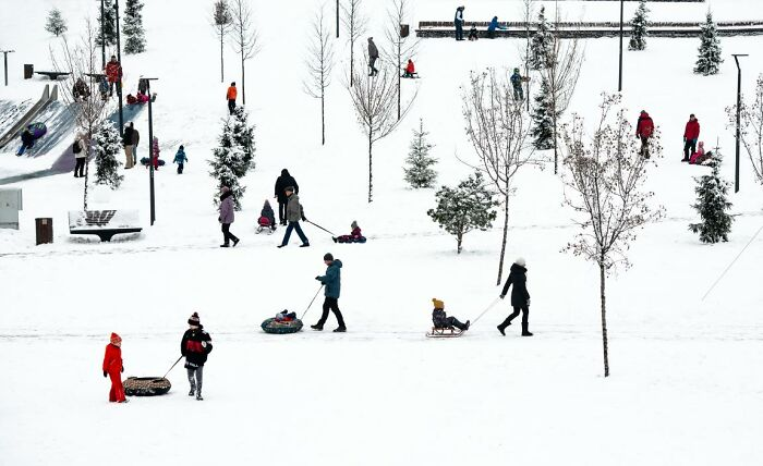Recreación urbana en invierno por Ludmila Stepnova