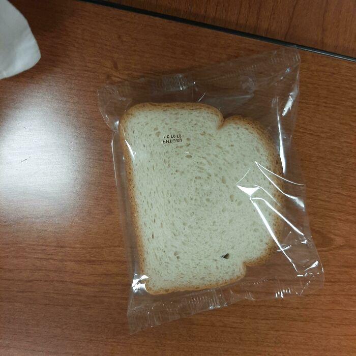 Les presento, una sola rebanada de pan envuelta en plástico