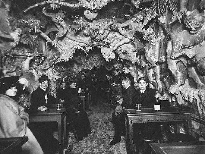 'Hells Cafe' In Paris 1920s