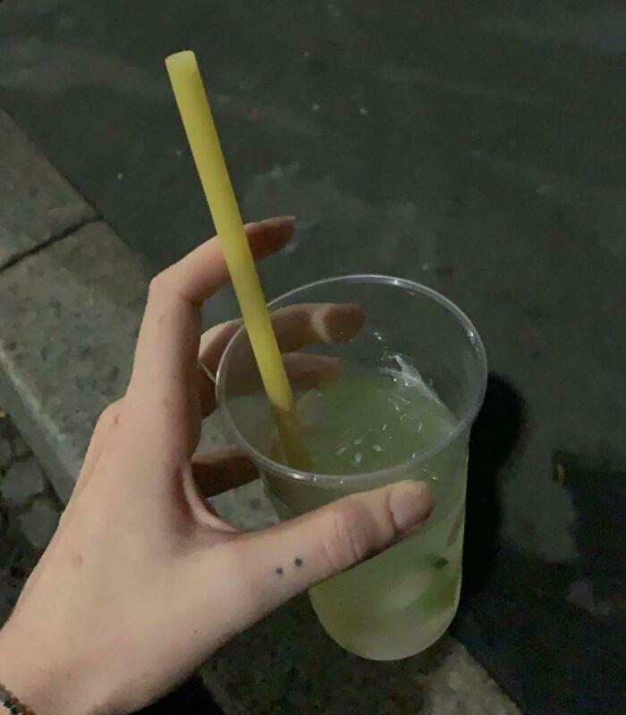 En los bares italianos están empezando a usar pasta como pajitas para reducir el uso de plástico
