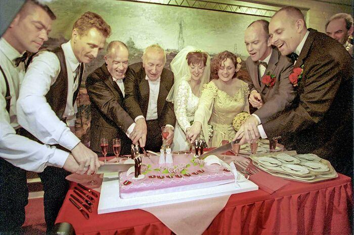 Hace 20 años, a medianoche, el alcalde de Amsterdam casó a 4 parejas homosexuales, y así Holanda se convirtió en el primer país del mundo en legalizar matrimonios del mismo sexo