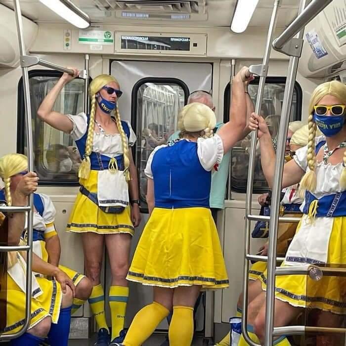 Forofos suecos emocionados con el partido de hoy