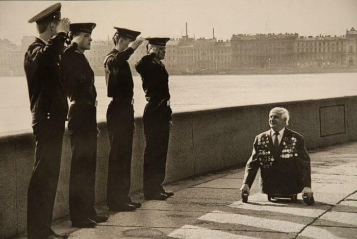 Marineros saludando a un veterano de guerra, Leningrado 1989