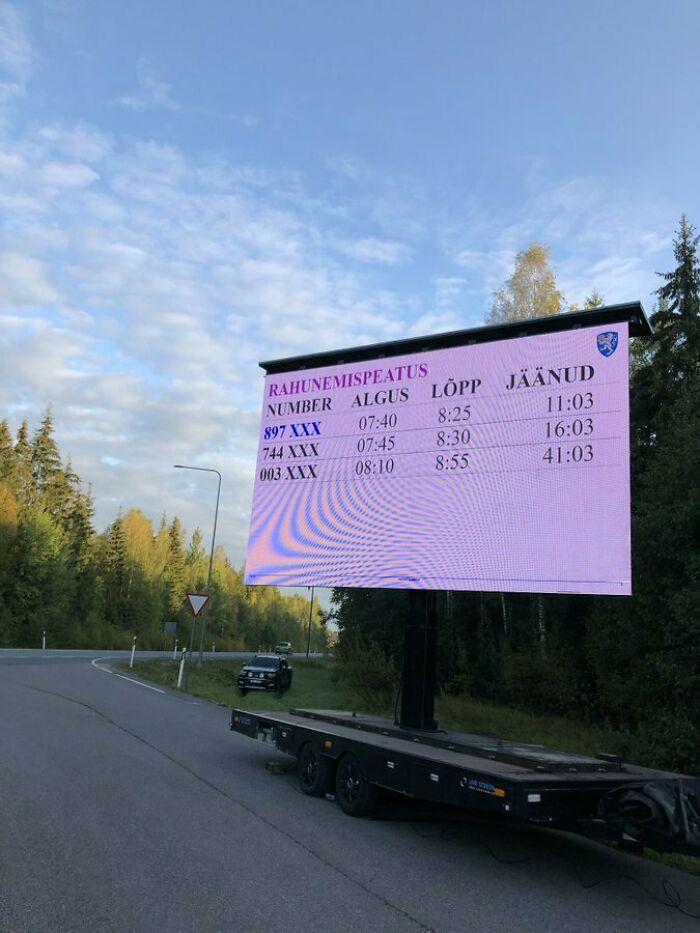 En Estonia, en vez de multarte por exceso de velocidad, tienes que parar y esperar fuera antes de continuar
