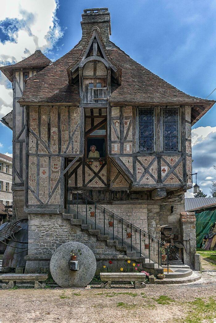 Casa medieval construida en 1509 en Argentan, Orne, Francia