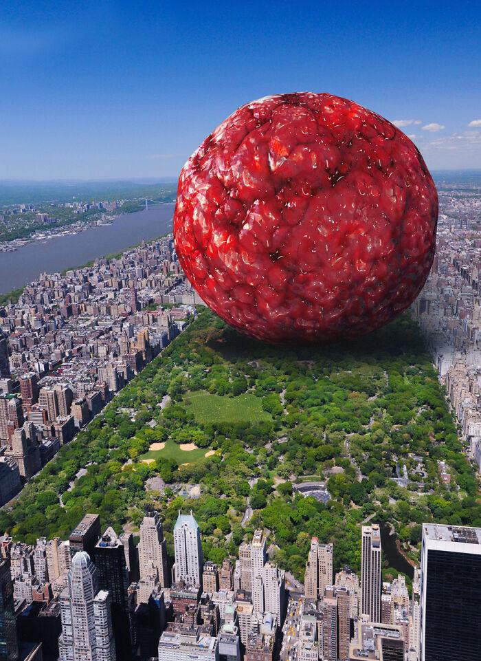 Si se fundieran a las 7,88 mil millones de personas de la Tierra en una bola de sustancia viscosa (densidad de un humano = 985 Kg/M3, masa promedio del cuerpo humano = 62 Kg), se obtendría una esfera de viscosidad humana que tendría 1 kilómetro de largo. Hice una imagen de cómo eso se vería en el medio del Central Park en Nueva York.