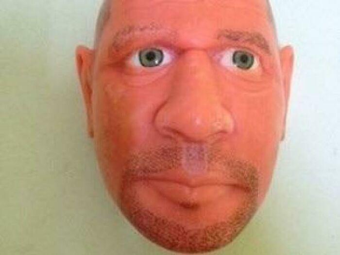 La cara de un guardia hecha con jabón por un preso en Brasil. Todo hecho con jabón, incluso los ojos