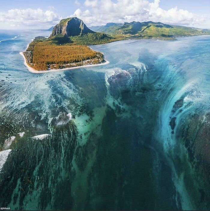 """This Underwater """"Waterfall"""" Is Giving Me Anxiety"""