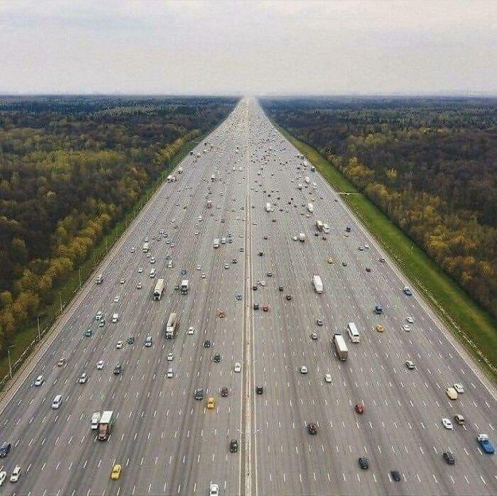 Esta autopista enorme