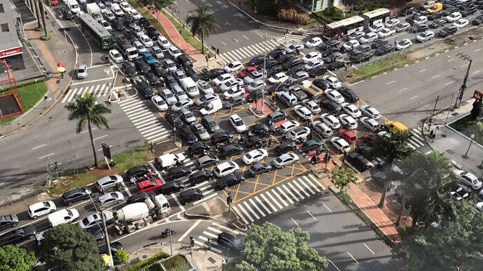 Intersección de dos avenidas en Sao Paulo, Brasil