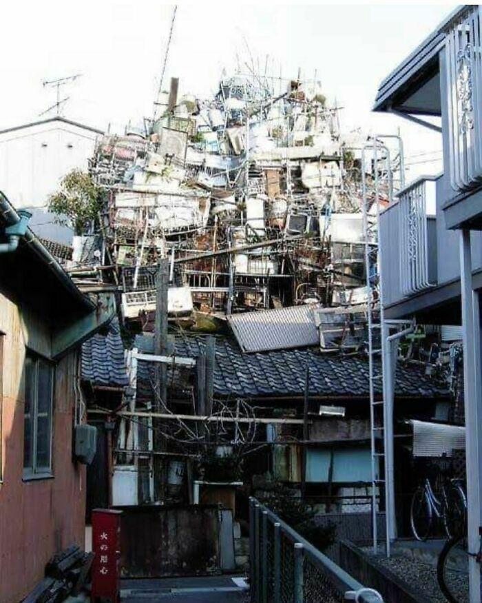 La única foto que existe de esta casa de un acumulador, que se demolió alrededor de 2007, en Nagoya, Japón