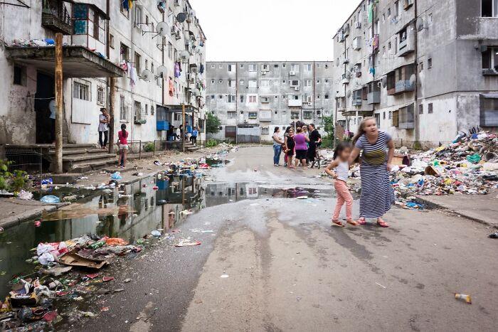Ferentari, la zona más pobre de Bucarest, Rumania. La mayoría de los departamentos están ocupados ilegalmente y no tienen electricidad. Es difícil creer que esto ocurre en la Unión Europea