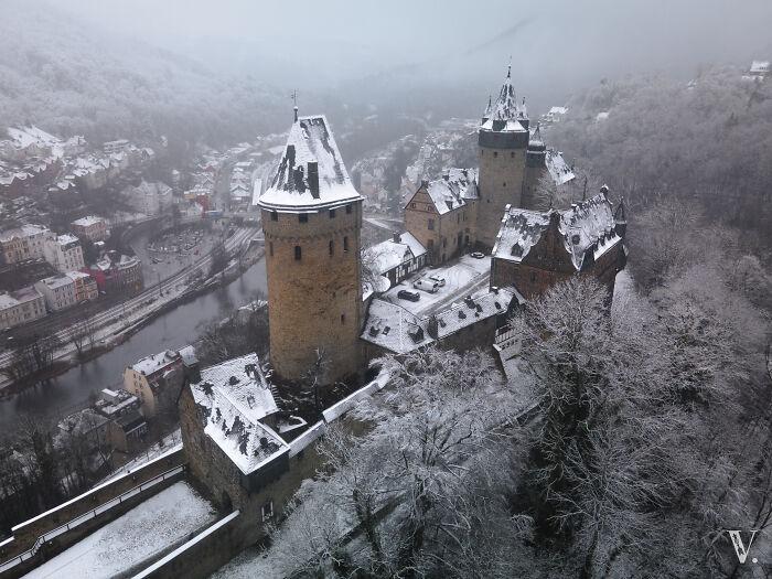 Burg Altena en su disfraz de invierno