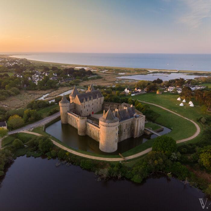 El castillo de Suscinio, en Bretaña, tiene una impresionante vista del océano Atlántico