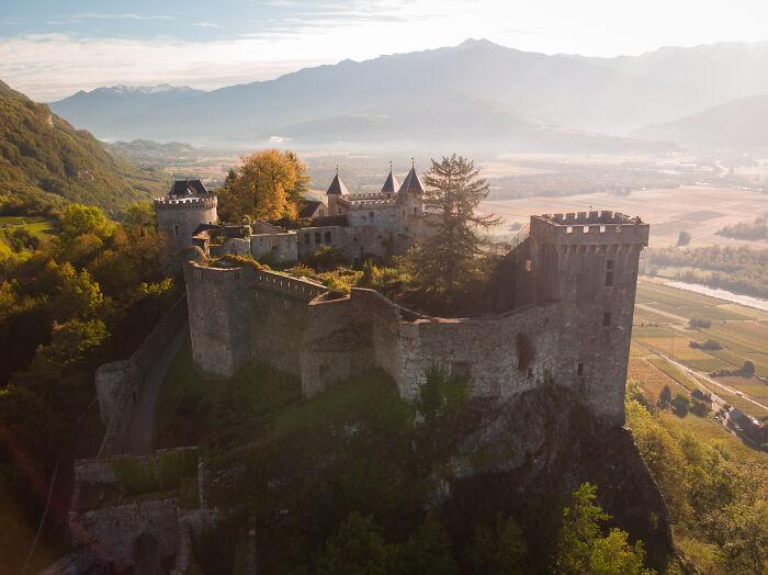 Chateau De Miolans en Savoie (Francia) de hecho, solía ser una prisión, aunque usted no lo crea