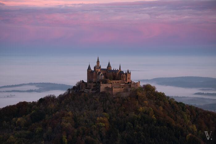 El castillo de Hohenzollern en una mañana de otoño. ¿Cómo puede ser esto real?