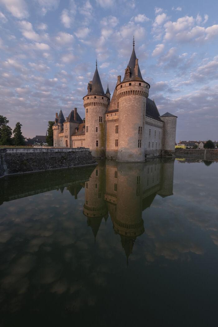 Hay muchos castillos que visitar en el Valle del Loira (Francia). Yo elegí el castillo de Sully