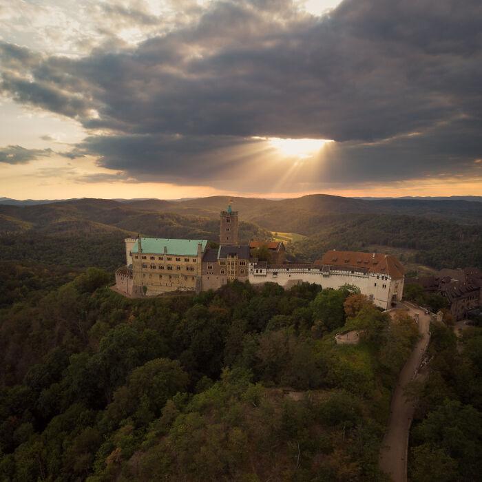 El Wartburg, en Alemania, con un bonito reflector encima