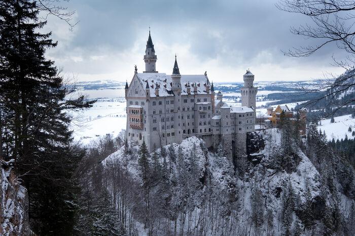 Vista clásica del castillo de Neuschwanstein en Baviera