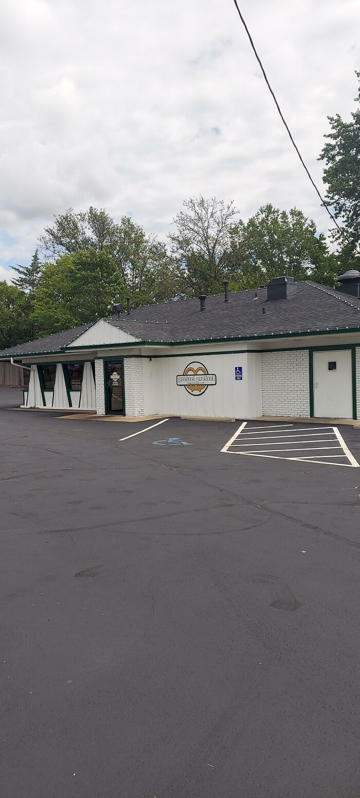 They Removed The Top Of The Hut But Kept The Windows, Now Pizza Hut Is Right Next To It In The Strip Mall