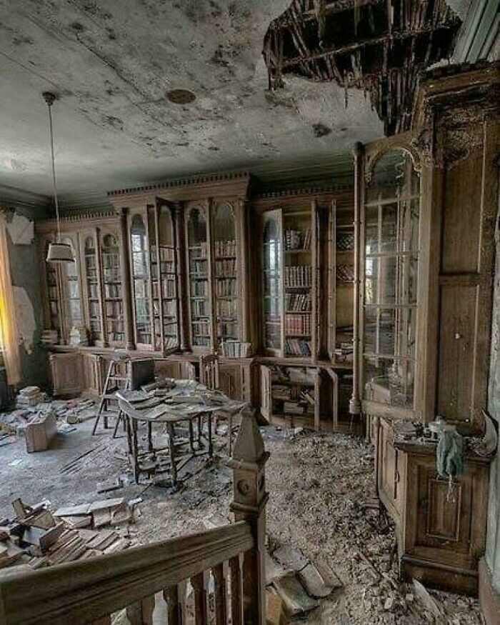 A Library Inside An Abandoned 19th Century Victorian Mansion. Who Wants To Explore??
