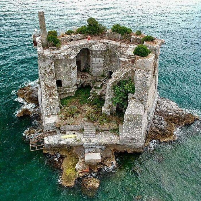 Skola Tower. Italia