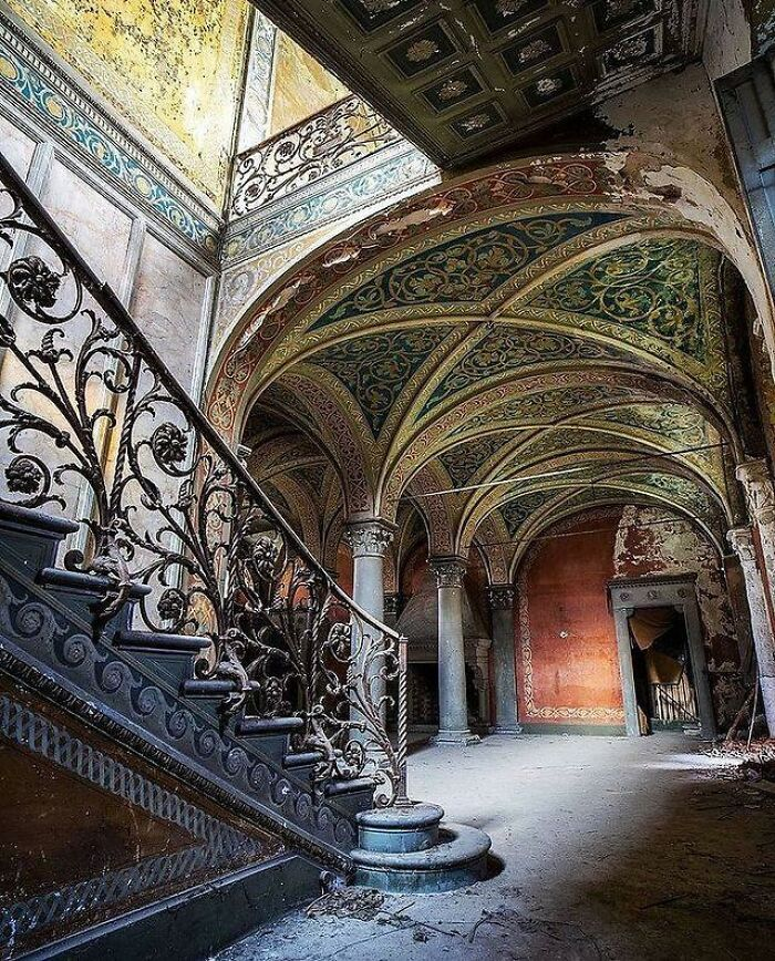 I Don't Understand Why People Abandoned Beautiful Properties Like This