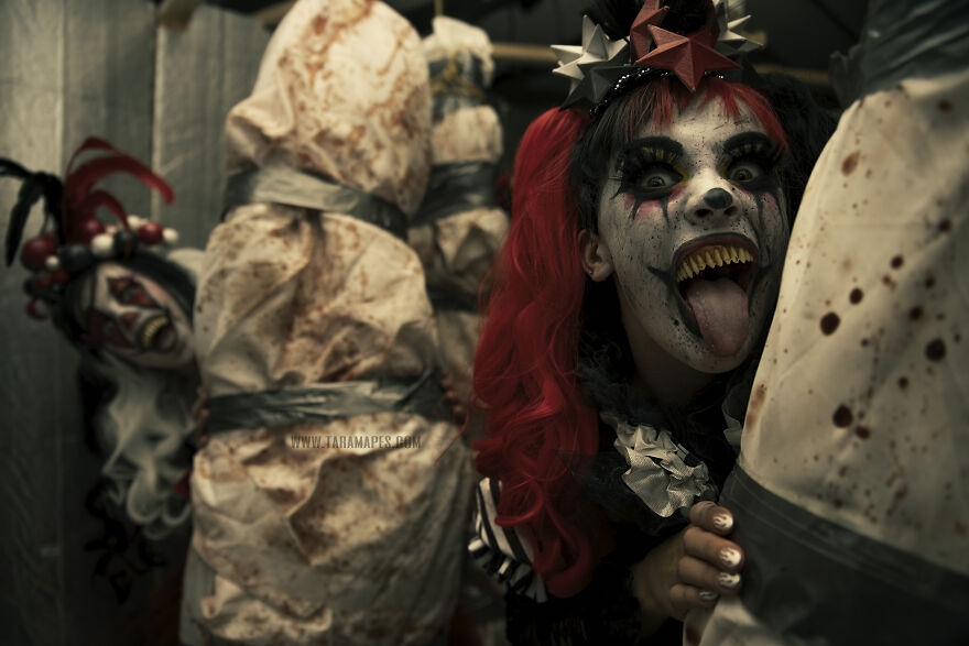 I Photographed Creepy Clowns In A Haunted House And The Results Are Terrifying