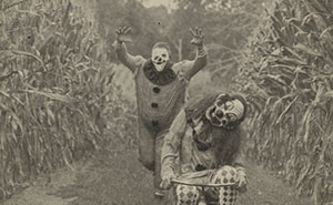 My 23 Photos Of Creepy Clowns In A Cornfield Because I Love Vintage Horror Halloween Images (23 Pics)