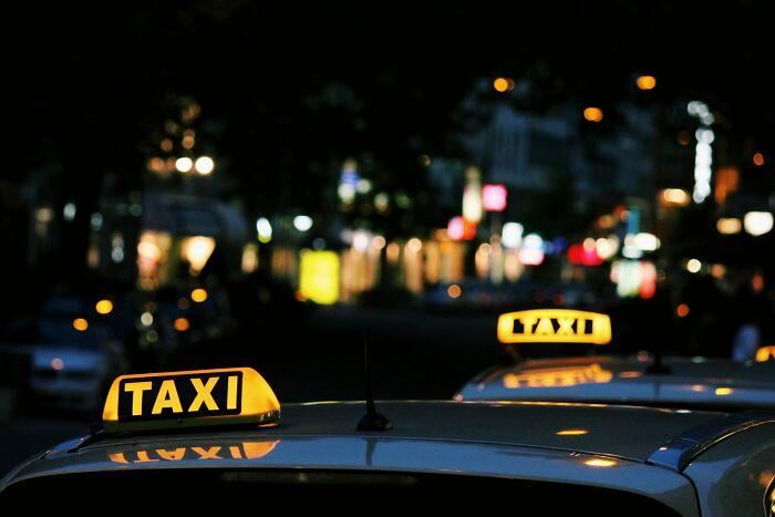 15 Historias locas compartidas por taxistas y conductores de Uber que supuestamente no deberían haber escuchado mientras trabajaban