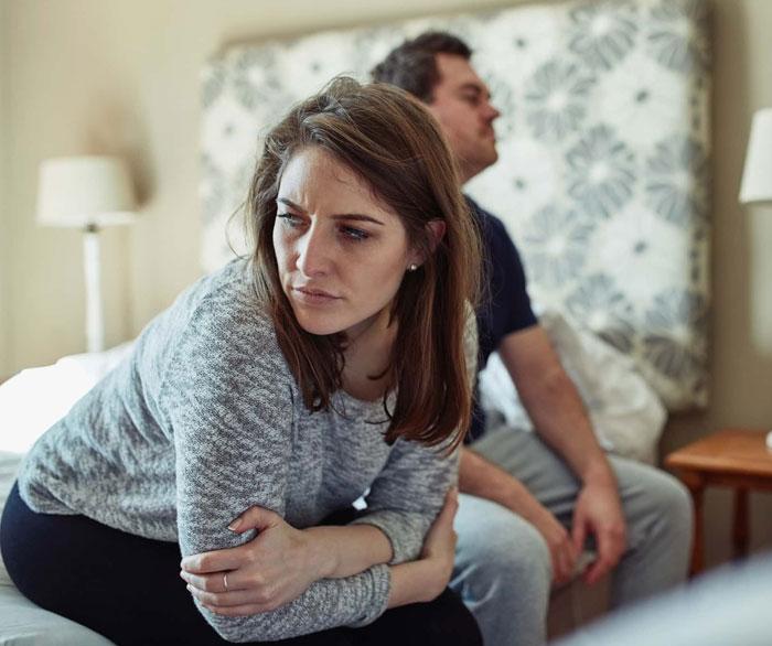 Este hombre regaña a su esposa (y madre de sus 3 hijos) por no cuidar de su apariencia y ella decide ponerlo en su lugar durante una cena familiar