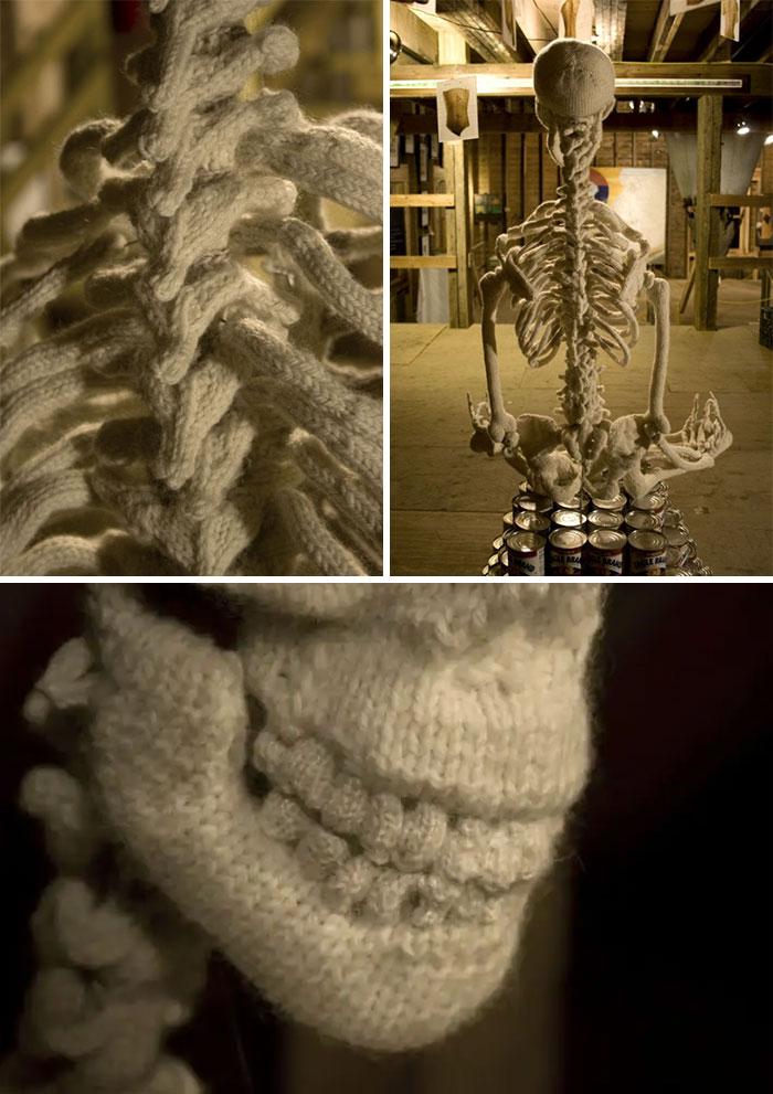 ¡Finalmente tengo una contribución! Me recuerda al esqueleto peludo que alguien compartió el otro día... ¿tal vez este pueda ser arrojado a la lavadora?