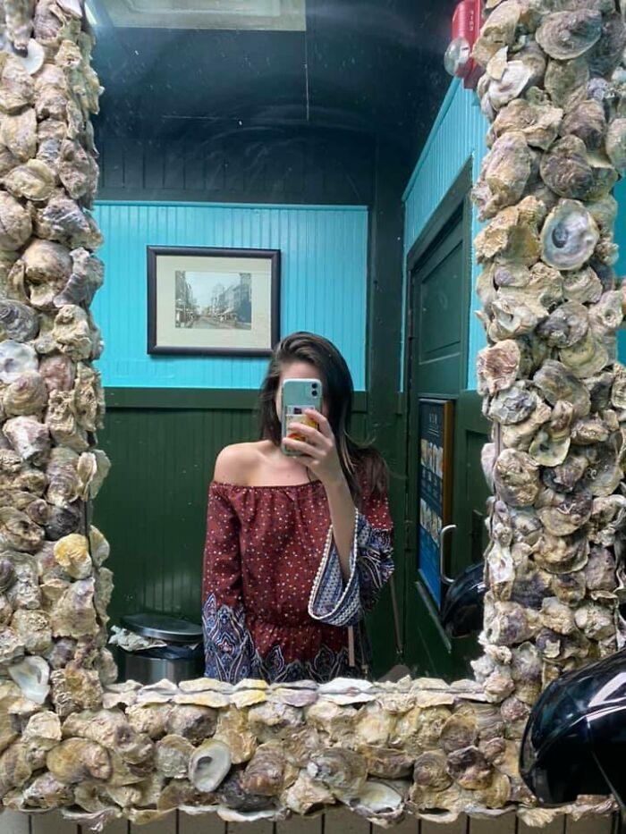 Este espejo que vi en un bar de Charleston