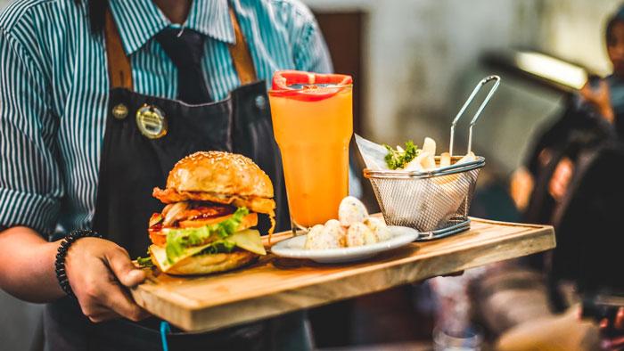 20 Trabajadores de restaurantes comparten las peticiones más memorables y extrañas de sus clientes