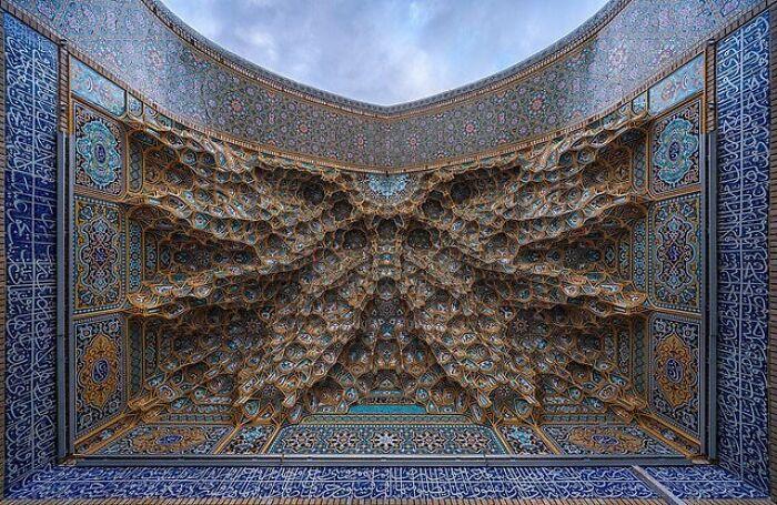 El techo de esta tumba en Irán