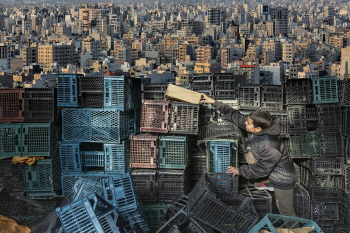 Su propio mundo por Amir Arabshahi