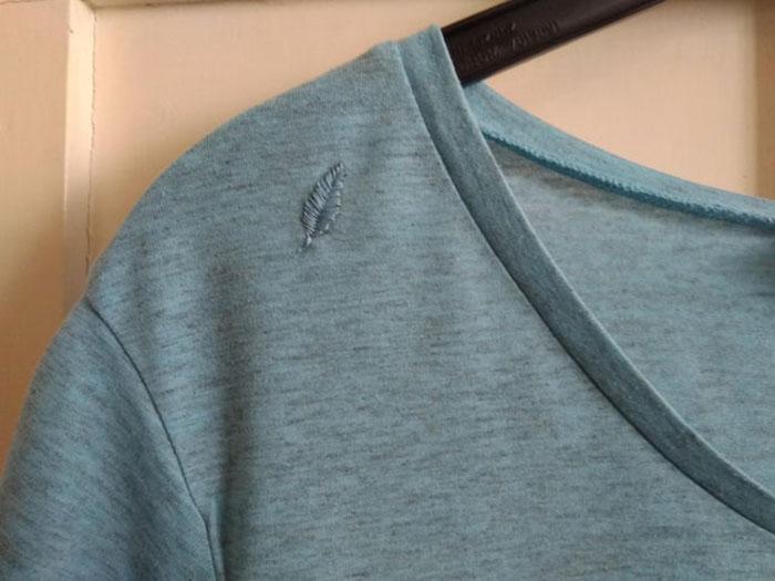 ¡Me encantó cómo quedó este remiendo! Creo que le aporta un poco de personalidad a esta camiseta básica